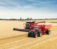 Optum_300_CVX_with_unloading_trailer_and_Axial-Flow_01.jpg