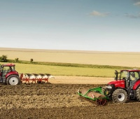 CaseIH_Luxxum_100_120_group_photo_arable_field_072016_DE_2708.jpg